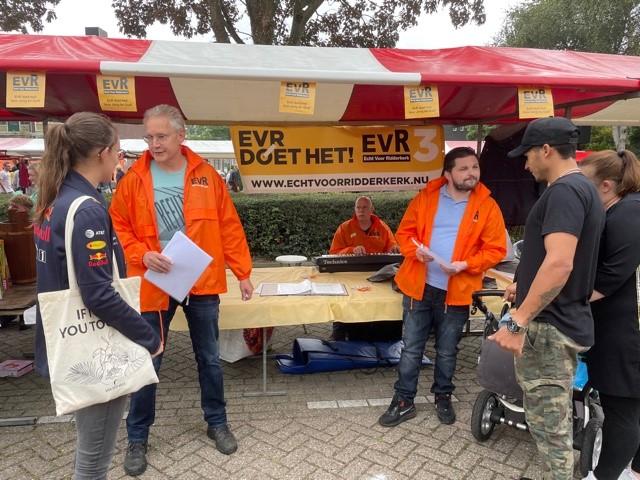Echt voor Ridderkerk houdt enquête op Rommelmarkt Slikkerveer